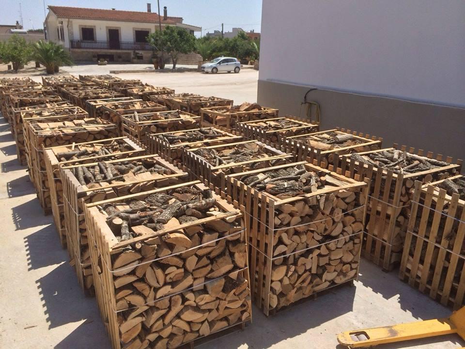 Vendita legna da ardere a san michele salentino anche in for Vendita legna da ardere